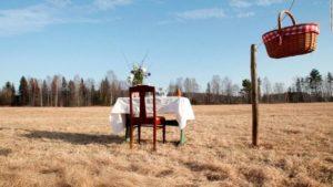 Svezia: ristorante con un solo tavolo per favorire distanziamento sociale