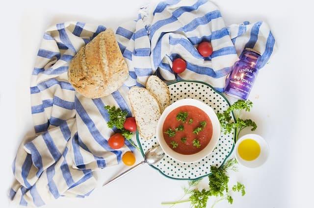 Gazpacho: la preparazione, le origini e gli ingredienti