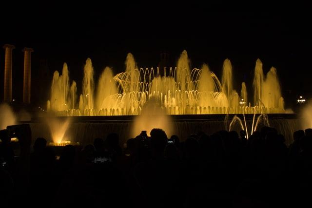Barcellona: la colorata Fontana Magica di Montjuic