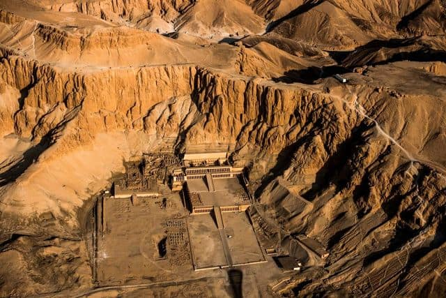 """Gli archeologi scoprono la """"città perduta"""" dell'antico Egitto a Luxor"""